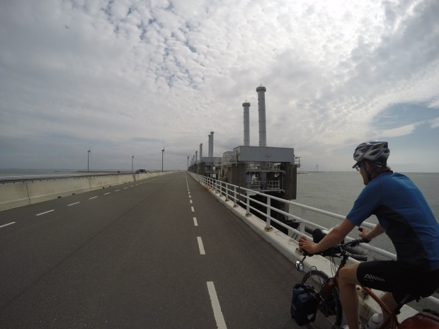 Crossing the Oosterscheldekering