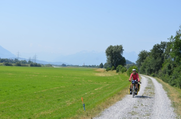 Come on Switzerland, we know you have enough money to pave all your cycle routes!