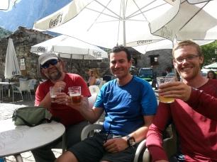 Dave enjoying a beer with José Luis and Javí